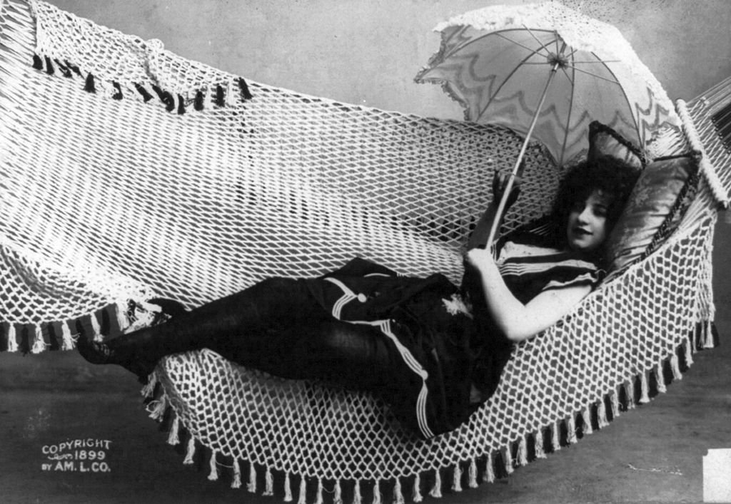 Woman in Hammock 1899 - American Lithographic Co. / Public domain
